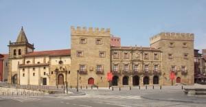 Palacio Revillagiedo y Colegiata San Juan Bautista