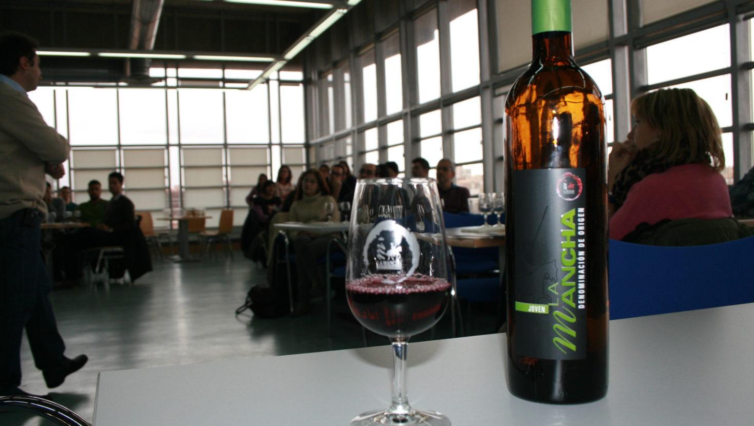 Días de vino y risas por la Universidad